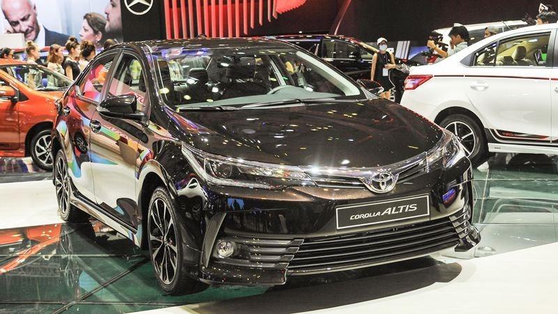 Toyota Altis 2.0 dau xe