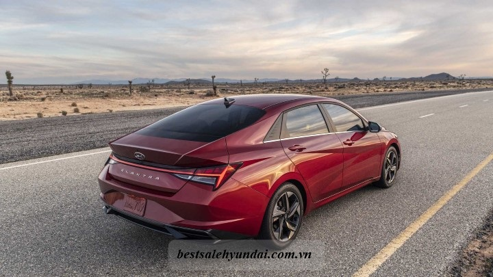 Hyundai Elantra 2021 Duoi Xe